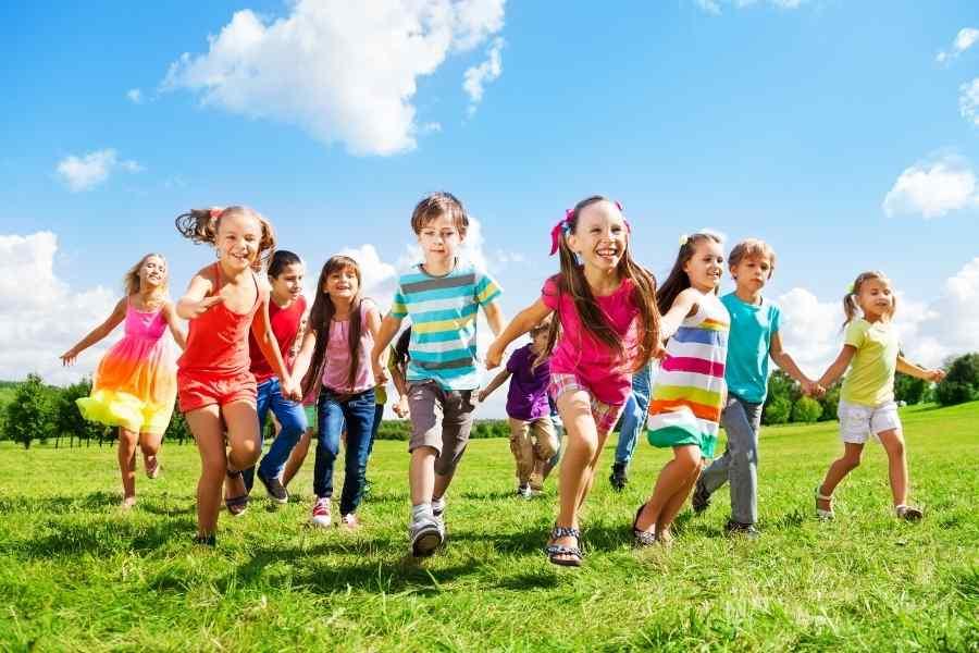 kids enjoying summer